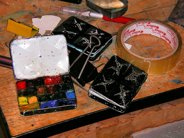 Diminutive Paintboxes (Photograph © 2005 Tony Foster)
